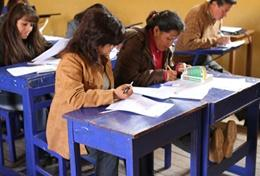 Volunteer Teacher Trainers host a lesson at a placement in Peru