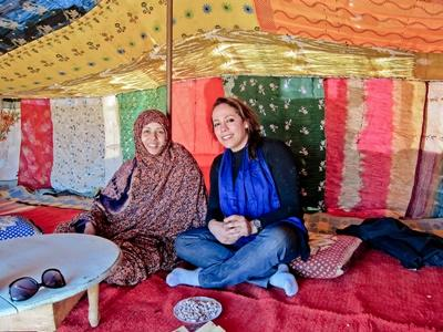 A Projects Abroad volunteer with her wonderful host family in Morocco